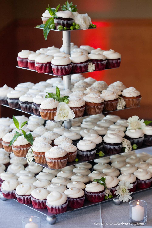 cupcakes-raleigh-wedding-photographer.jpg