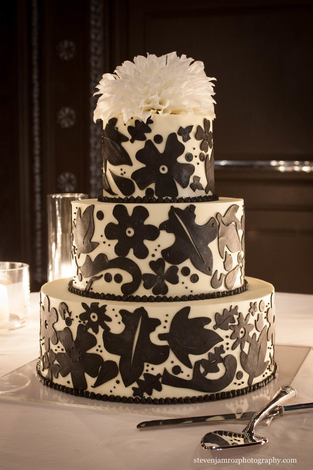 elegant-wedding-cake-candles-steven-jamroz-photography-0095.jpg