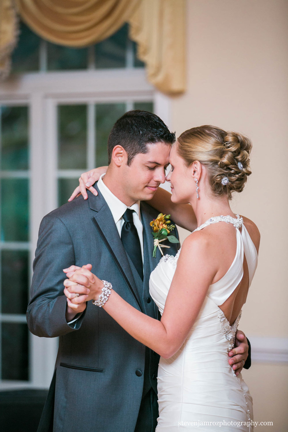 intimate-first-dance-hudson-manor-steven-jamroz-photography-0016.jpg