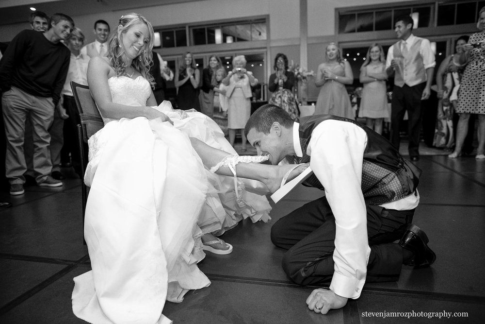photojournalism-groom-pulls-off-garter-raleigh-steven-jamroz-photography-0405.jpg