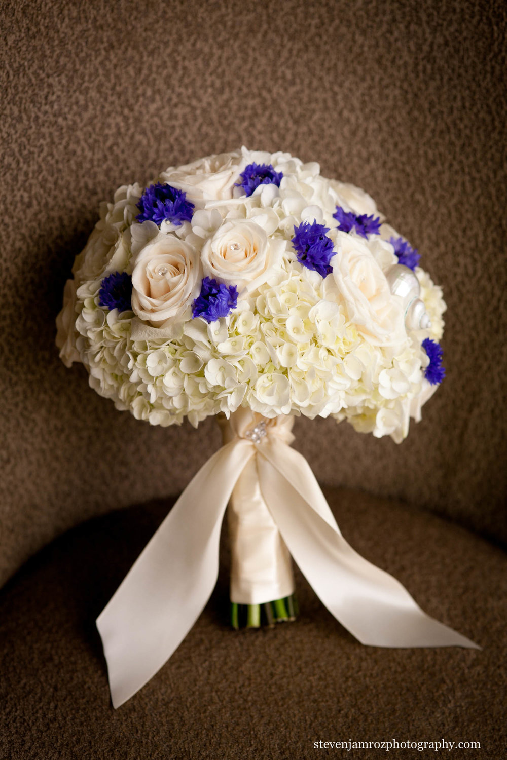purple-white-wedding-flower-bouquet-steven-jamroz-photography-0286.jpg