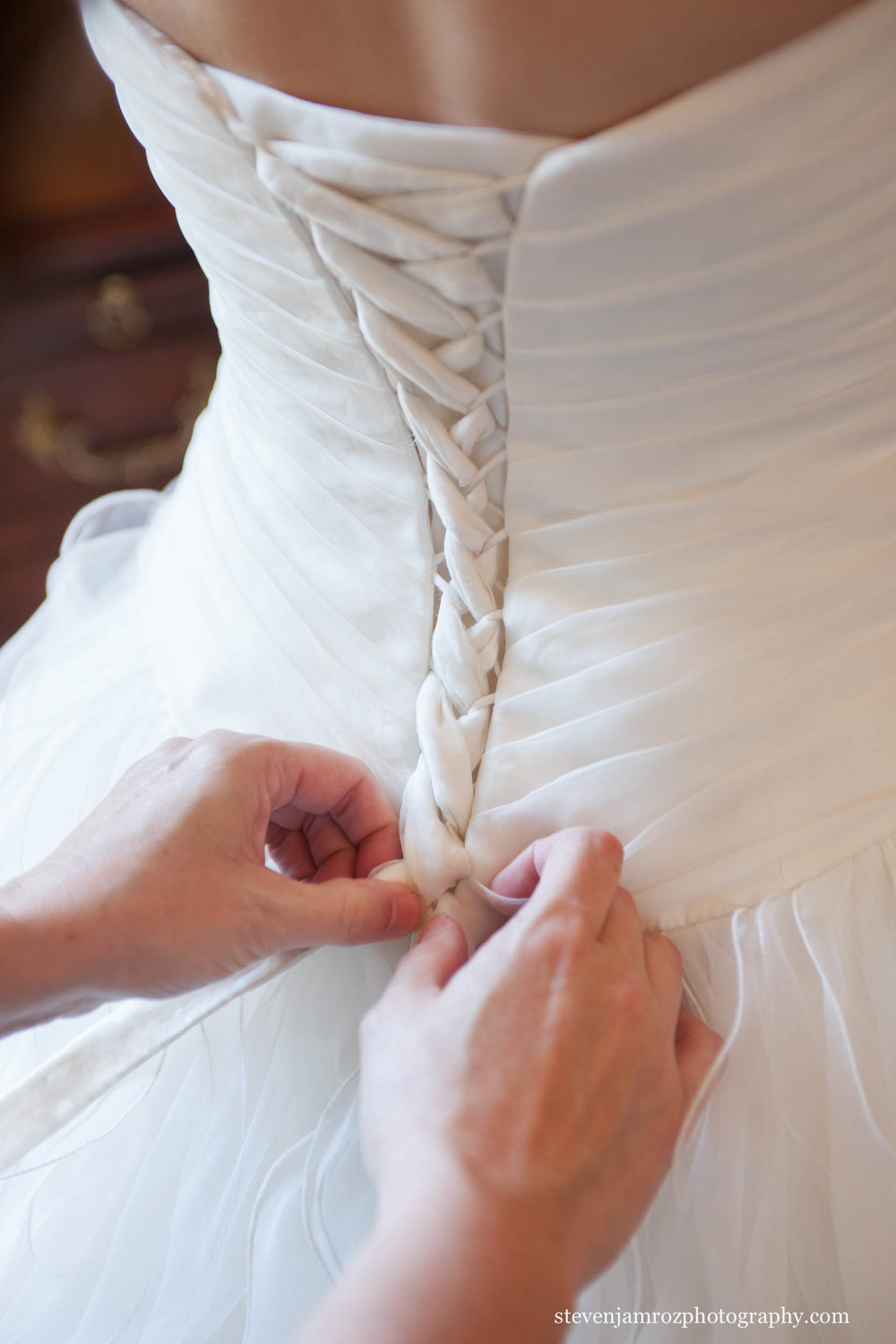 put-on-wedding-dress-raleigh-wedding-steven-jamroz-photography-0039.jpg