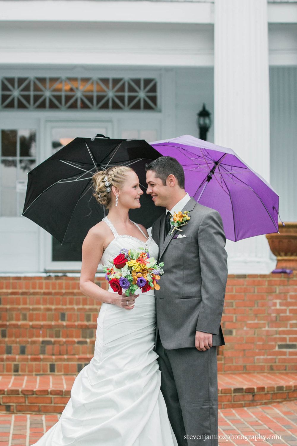 rain-wedding-hudson-manor-estate-umbrellas-wedding-steven-jamroz-photography-0450.jpg