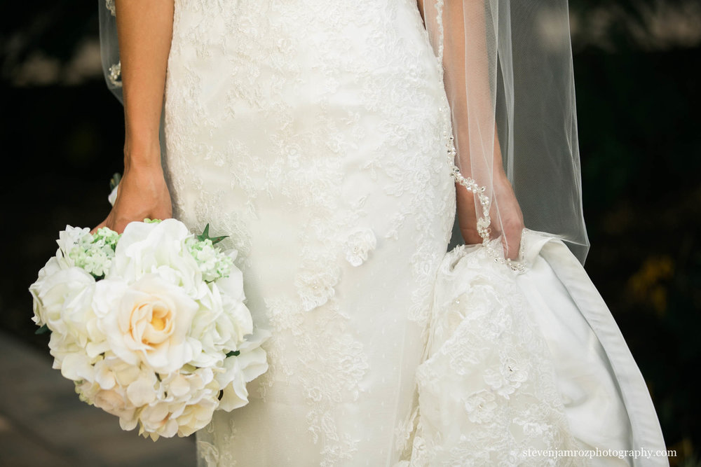 raleigh-wedding-dress-detail-photo-steven-jamroz-0744.jpg