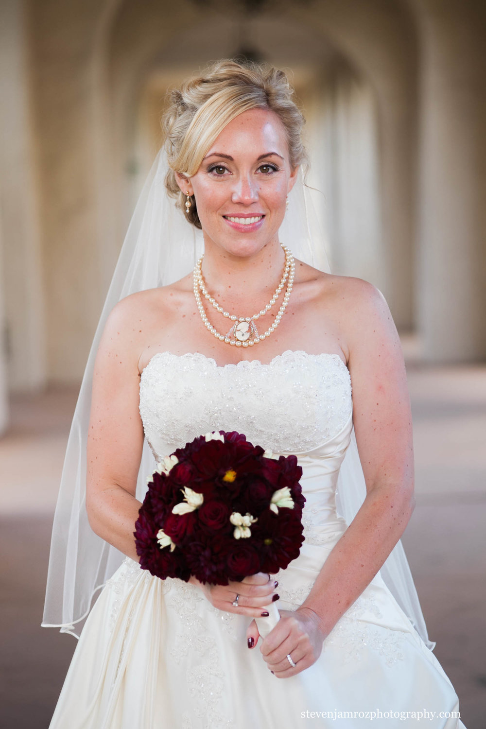 red-flowers-bride-portrait-raleigh-wedding-steven-jamroz-photography-0231.jpg