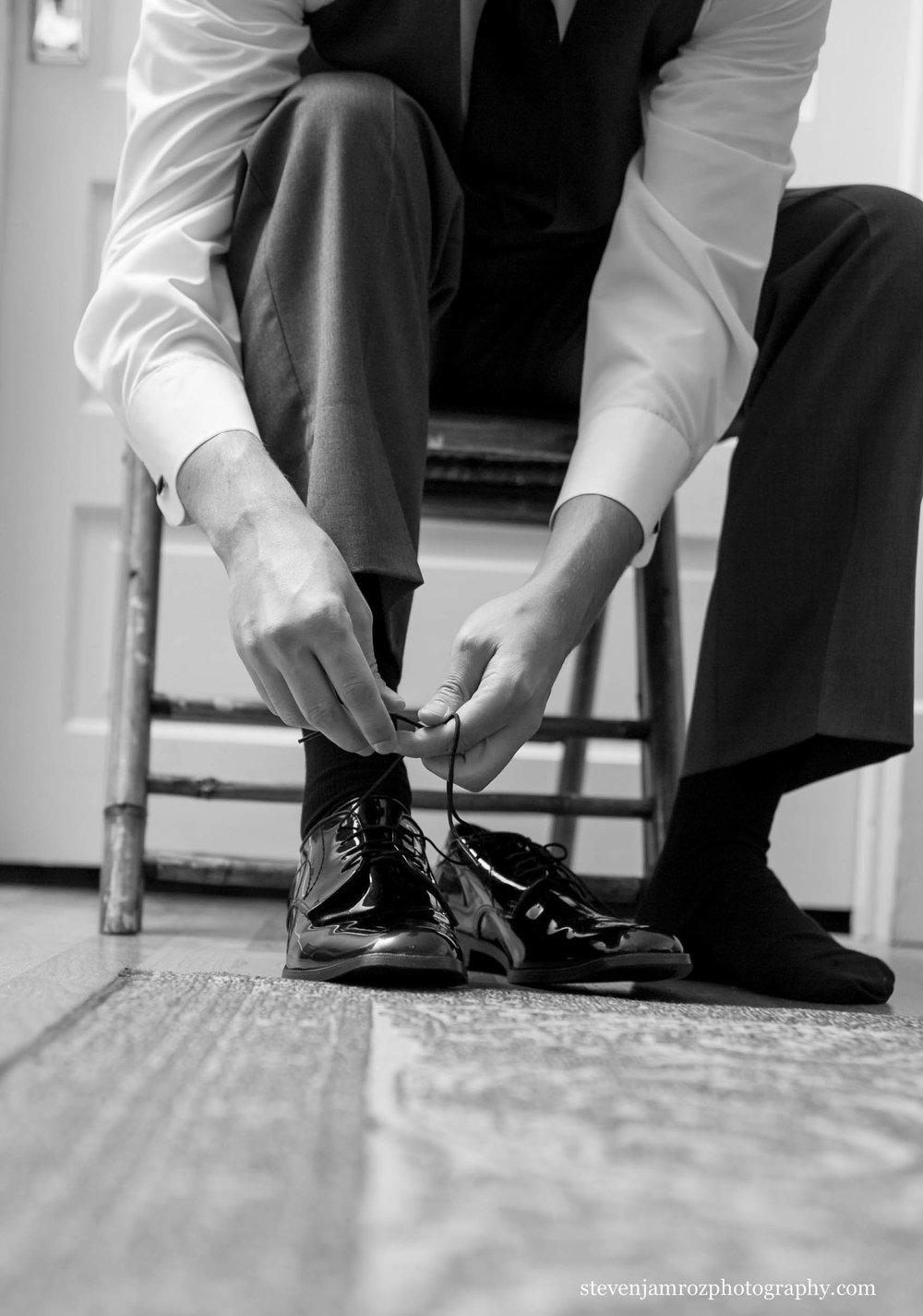 shoes-groom-get-ready-wedding-steven-jamroz-photography-0075.jpg