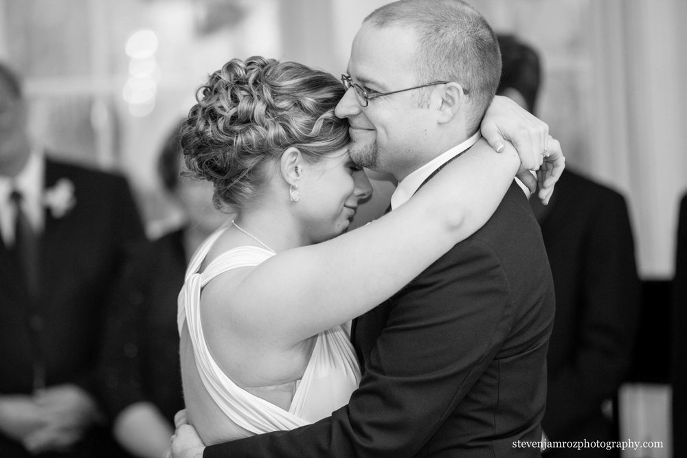 smiling-couple-first-dance-steven-jamroz-photography-0327.jpg