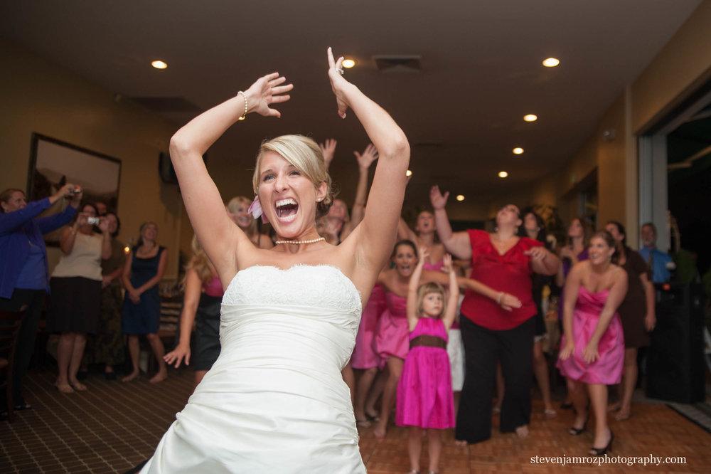 wedding-bouquet-toss-raleigh-nc-photographer-steven-jamroz-0634.jpg
