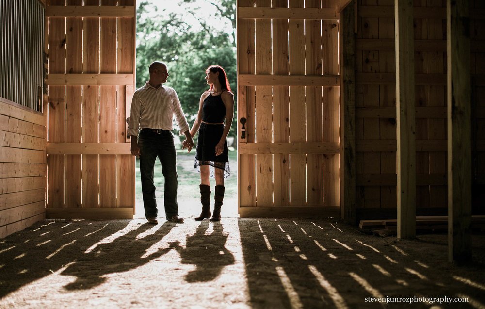 hudson-manor-horse-barn-engagement-session.jpg