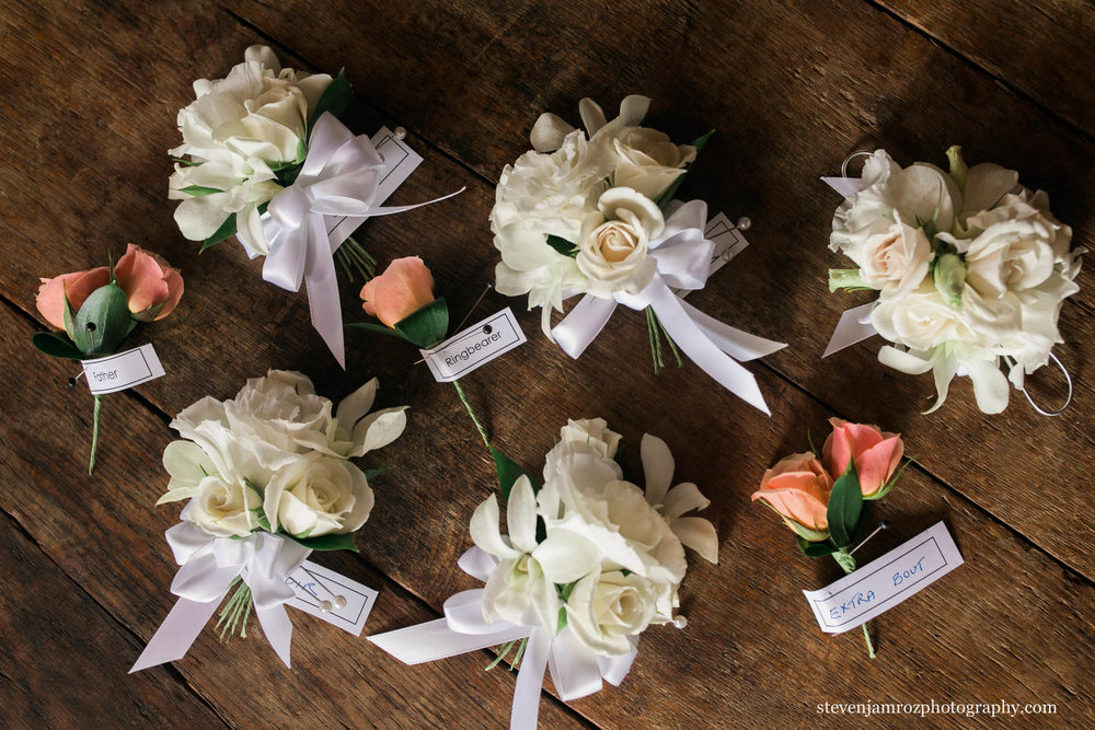 angus barn-wedding-flower-details-bouttoneers.jpg