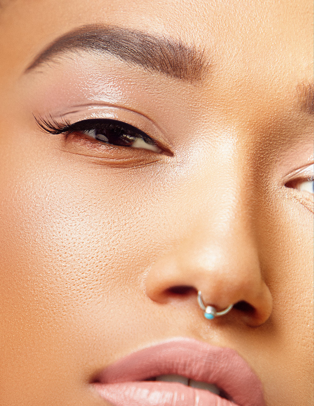 Glossy eyeshadow looks to try for Fall 2018