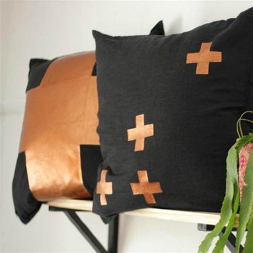 metallic_cushion12.png