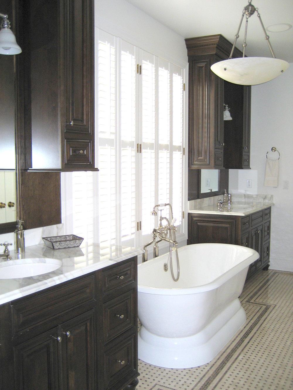 Macdonald bathroom.jpg