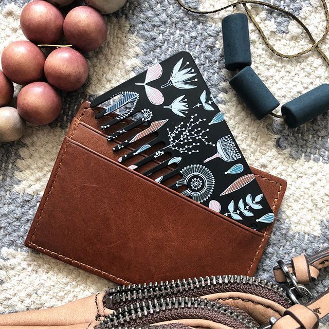3 brand new styles dropping this weekend! Meet Botanical Sketch, a whimsical print with a modern floral twist, $5 - link in bio! ••• #gocomb #floral #hairtools #combs #edc #wallet #beautyonthego #dailyessentials #whaticarry #haircare #beauty