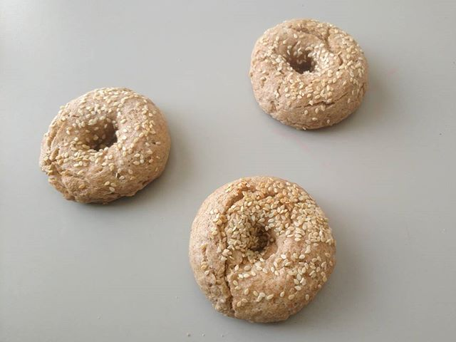A friend introduced me yesterday to 2 ingredient bagels and this blew my mind!! (Thanks @melissa_mowry 💫) I modified the recipe to be dairy and refined flour free last night when the kids went to bed and I'm so happy to have fresh baked sesame bagels this morning!  Took less than a half hour and although they aren't as chewy as one from the store, I know what's in these bad boys, therefore... #happymama  Let me know if anyone wants the recipe ✨  #plantedbased #plantedfamilies #bagels #homemade #whole30 #wholefoods #foodrevolution #homebaker #feedfeed #feed52 #feedfeedvegan #vegan #wfpb #kidsfood