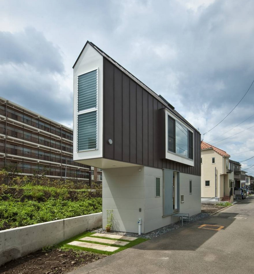 Would you like to own this 594sf, two story home in Japan? I'm not sure how it would hold up during an earthquake or hurricane. Looks like a strong wind might blow it over.  https://www.boredpanda.com/narrow-house-mizuishi-architects-atelier-japan/?utm_source=google&utm_medium=organic&utm_campaign=organic