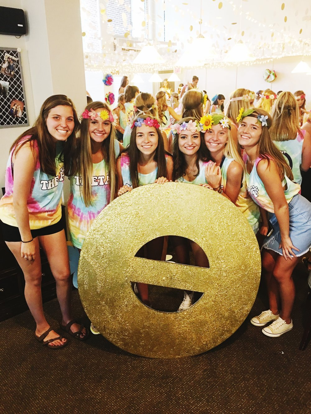 Are you participating in sorority recruitment this fall? Want to know how to decide what sorority is the right choice for you? Read this guide to rush for all the tips, tricks, and vocabulary you need to know to get into the house you love!