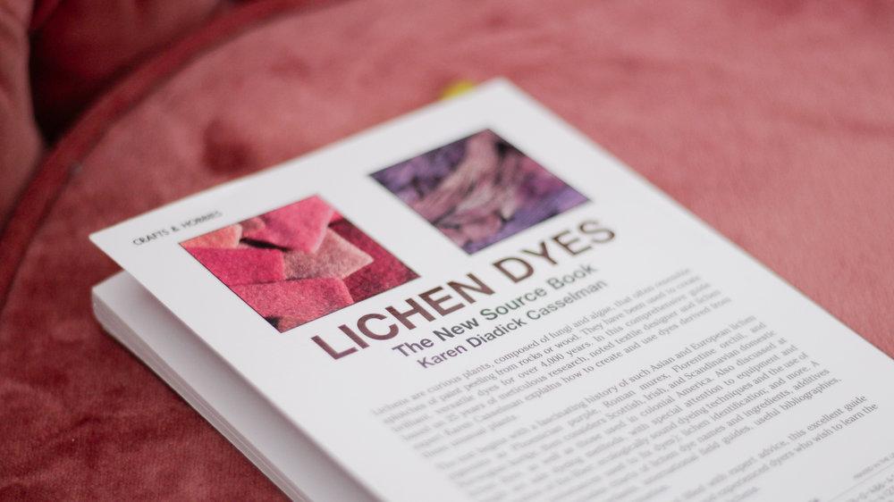 Lichen Dyes  (Karen D. Casselman) - Excellent ouvrage de référence sur la teinture naturelle à base de lichens. On peut y lire entre autre les fameuses anecdotes de mordants de teintures à l'urine et au sang du Moyen Age !