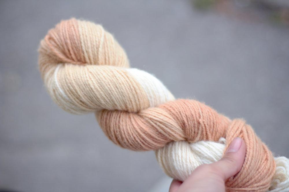 Laine variée - Pelures d'oignons rouges, betteraves et couleur naturelle