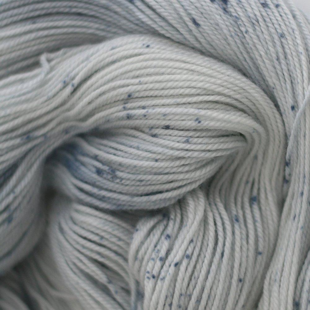 "BLUE MOON     Indigo   Indigofera tinctoria     (montré sur la base ""aries"")"