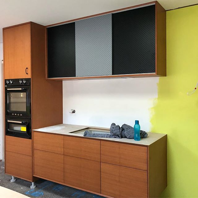 How good is this kitchen looking!! What a great mix of textures and colours #sawdusttimberfurniture #joinery