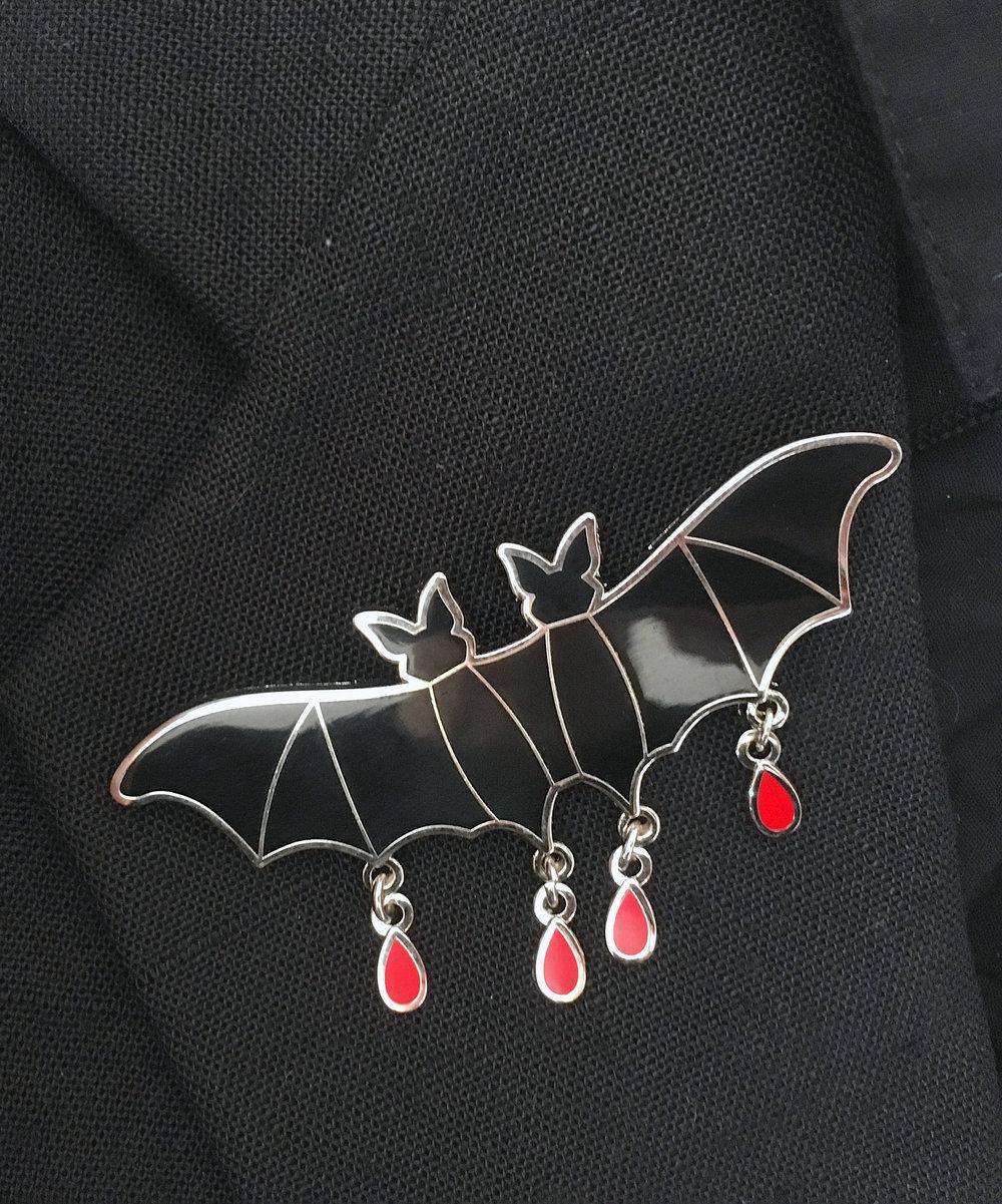 Mütter Bat - Enamel Pin