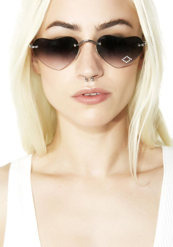 SMOKE LOLITA HEARTS SUNGLASSES