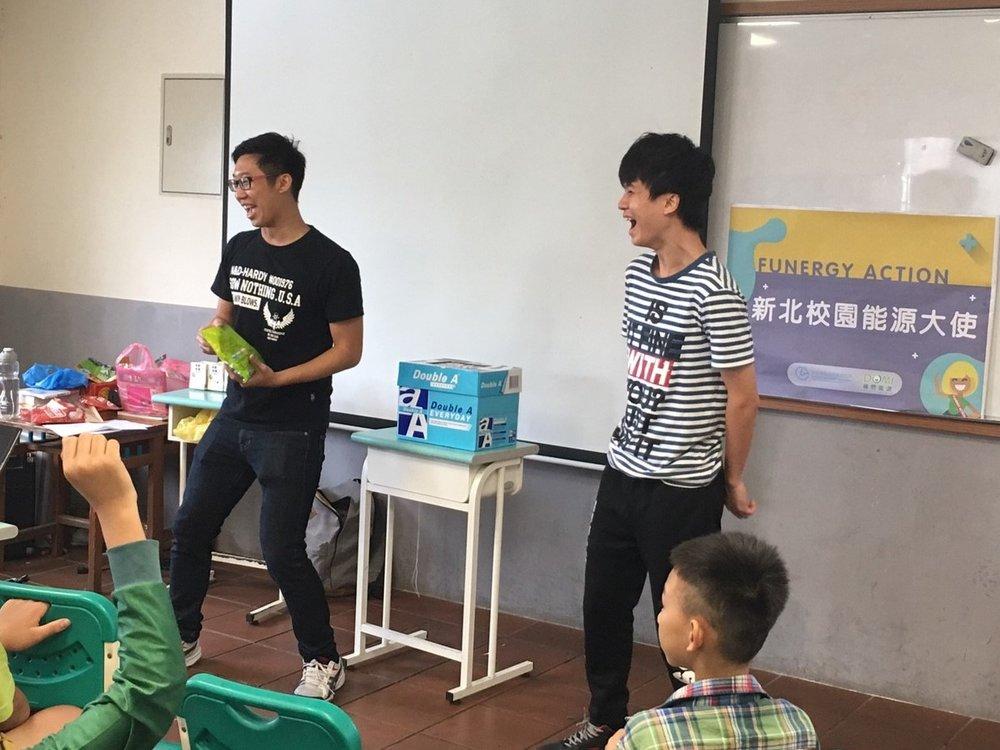 大使們帶領學生參與活動