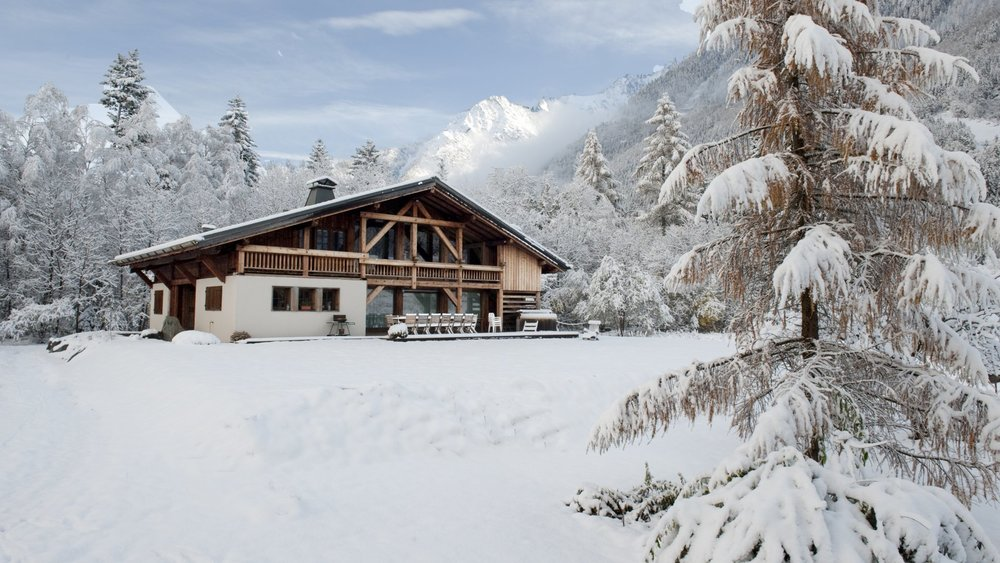 WIDE CHALET IN THE NATURE OF CHAM -