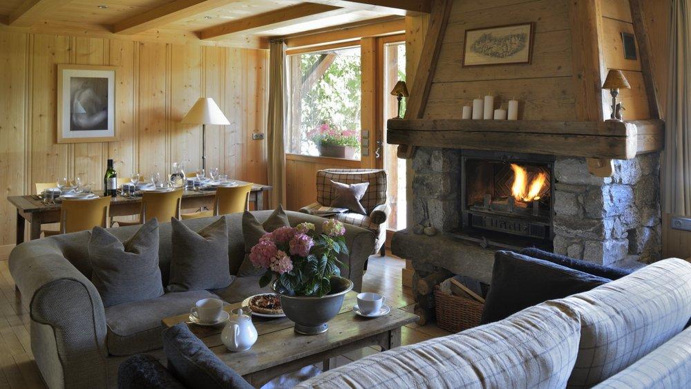 scierie_living_room_fireside_banner_1920x1080.jpg