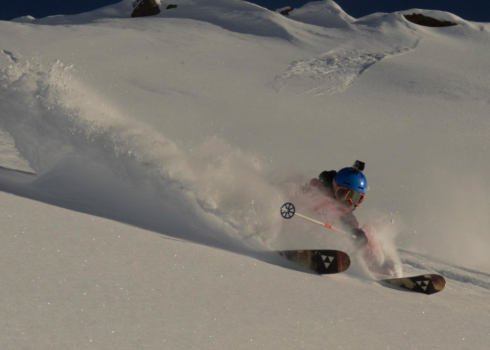 RYT Coach Niccolò Zarattini riding in the Chilean deep powder - Ph. Tom Winter