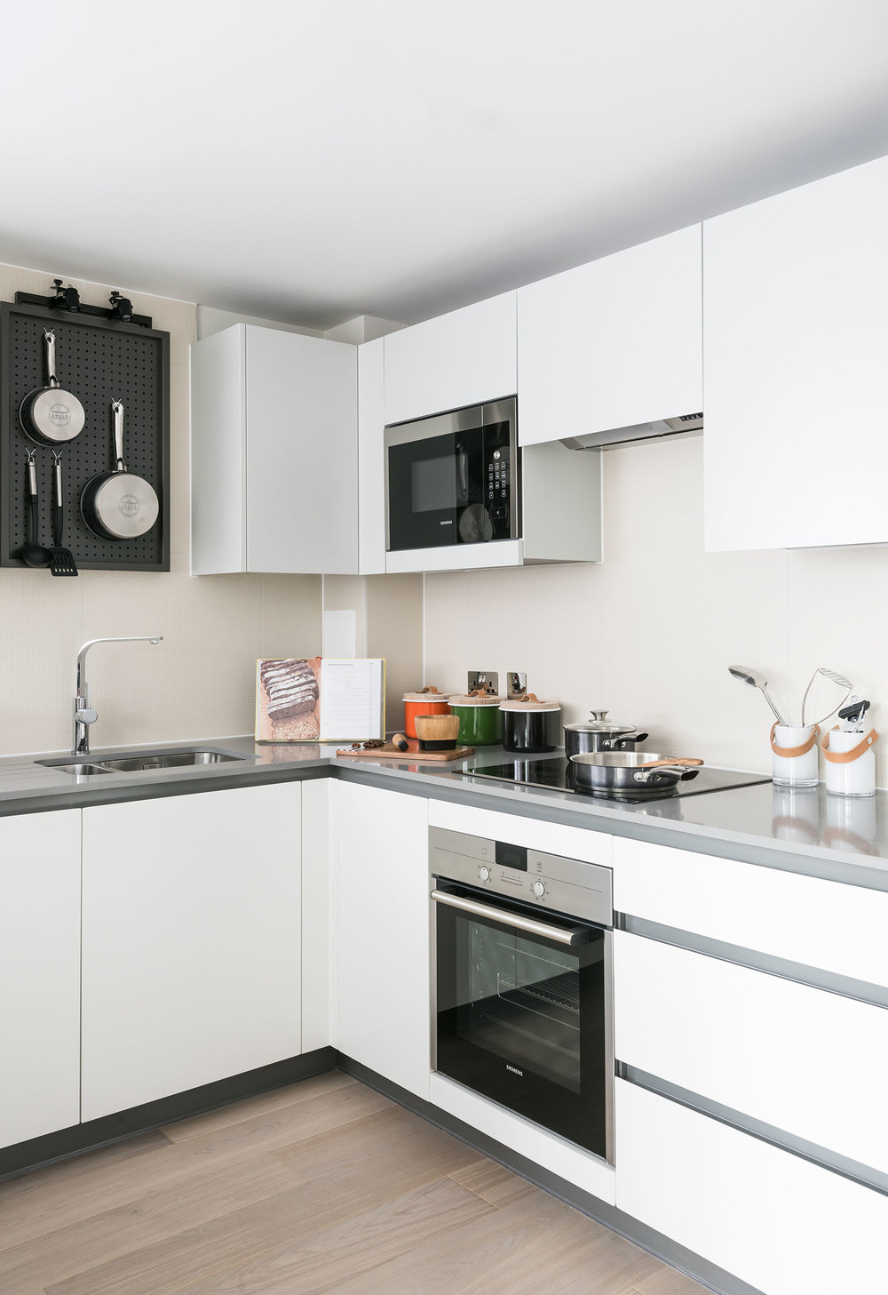 BoxNine7_City_Wharf_022_Kitchen.jpg