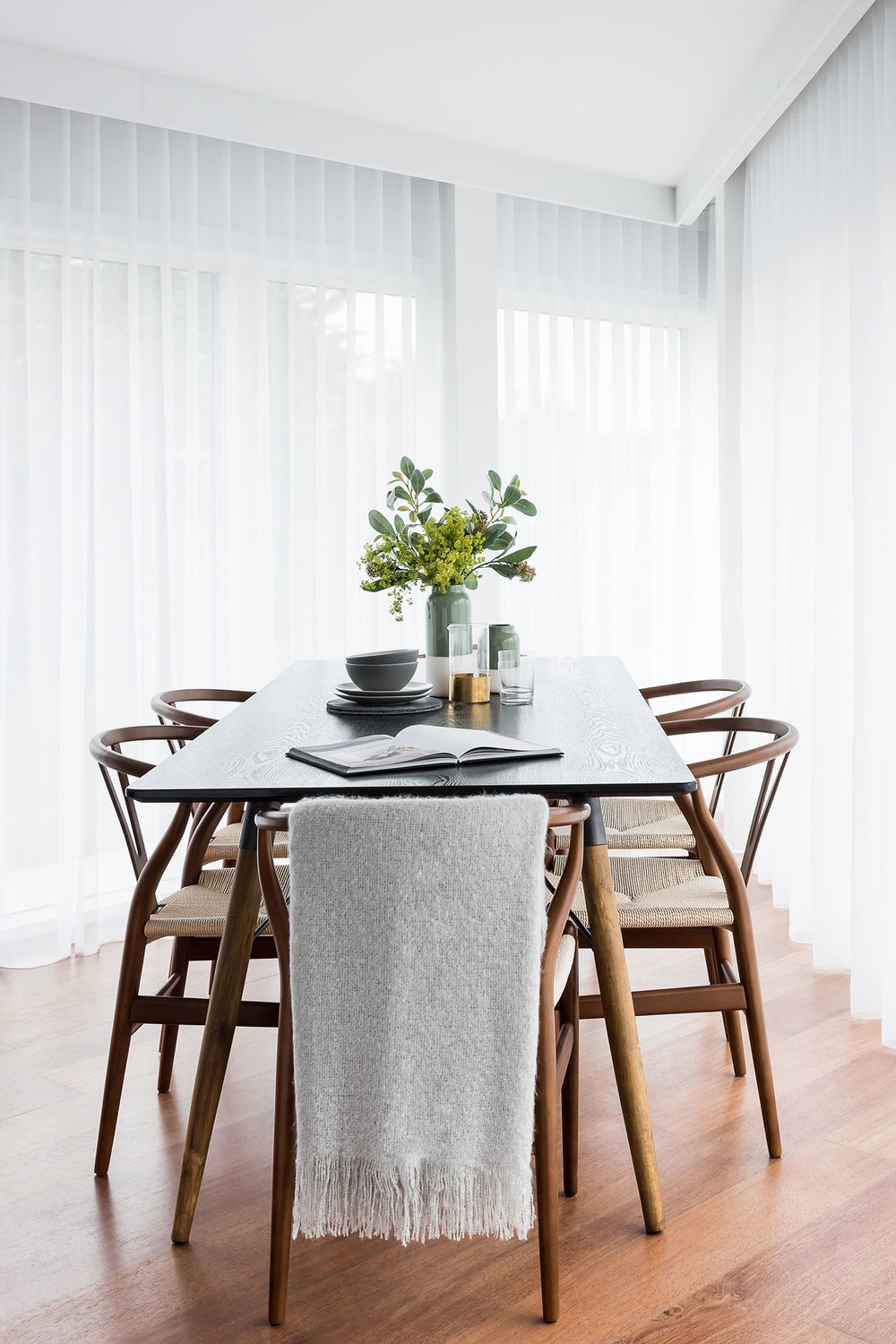 BoxNine7_Queenstown_Road_002_Dining_Area.jpg