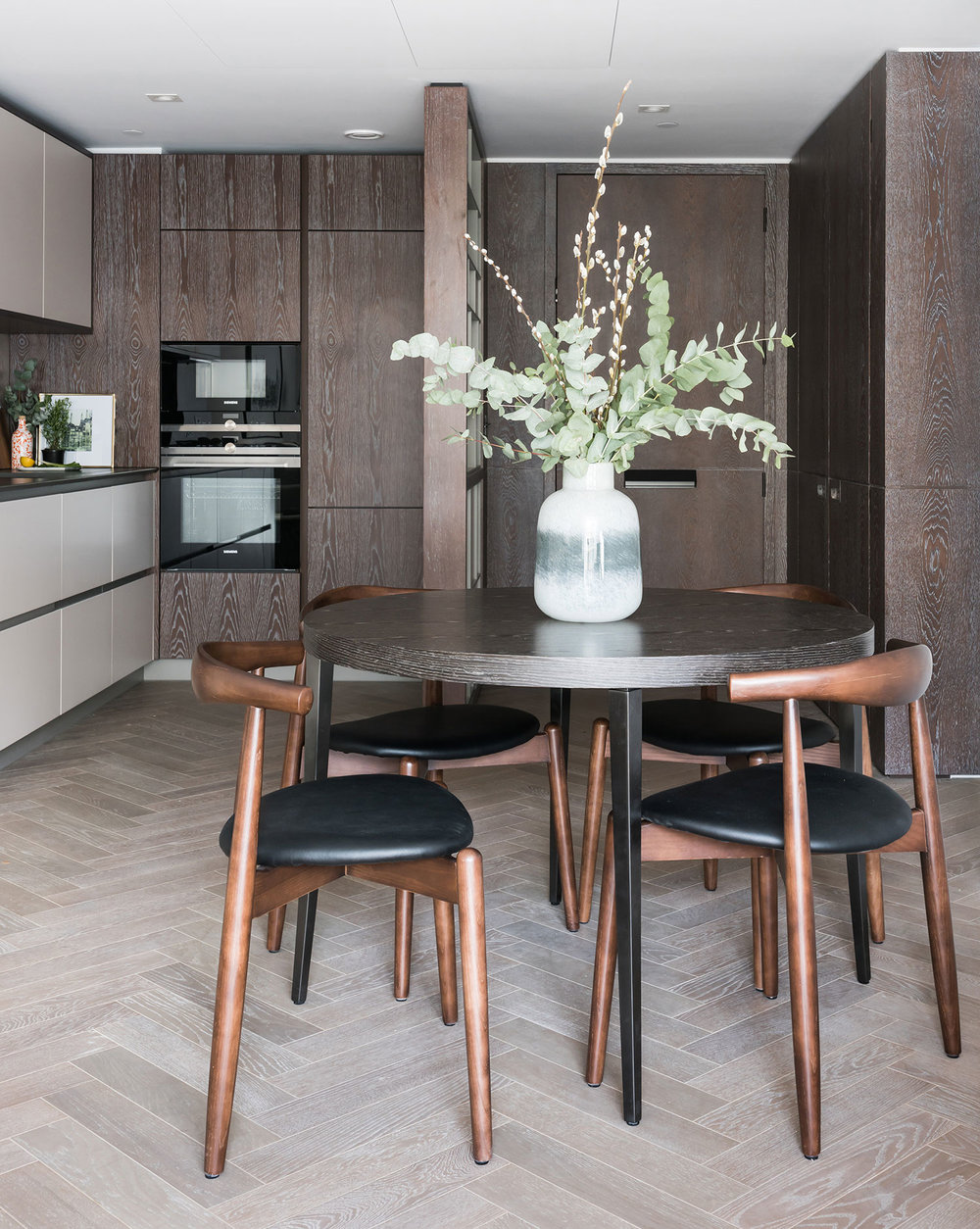 BoxNine7_Battersea_Power_Station_17_Kitchen_Dining_Room.jpg