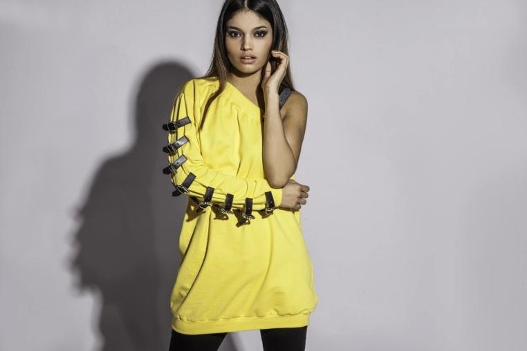 sudadera-hebillas-amarilla 1.jpg