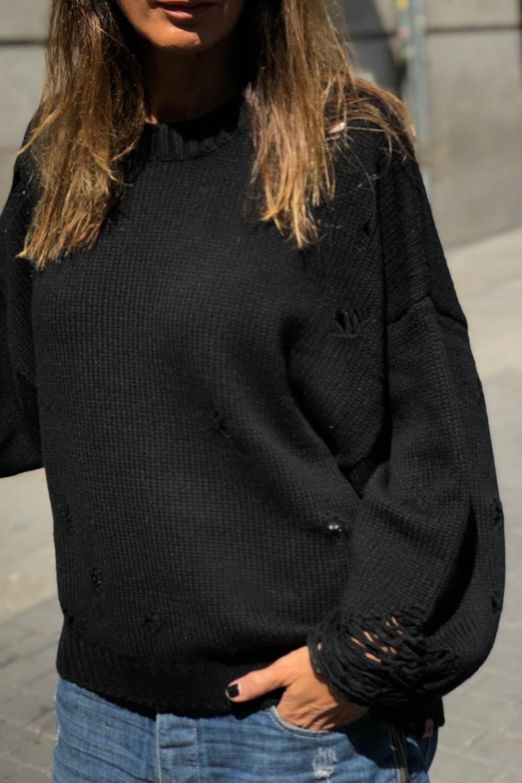 Suéter negro de cachemir en Cupid Killer Boutique