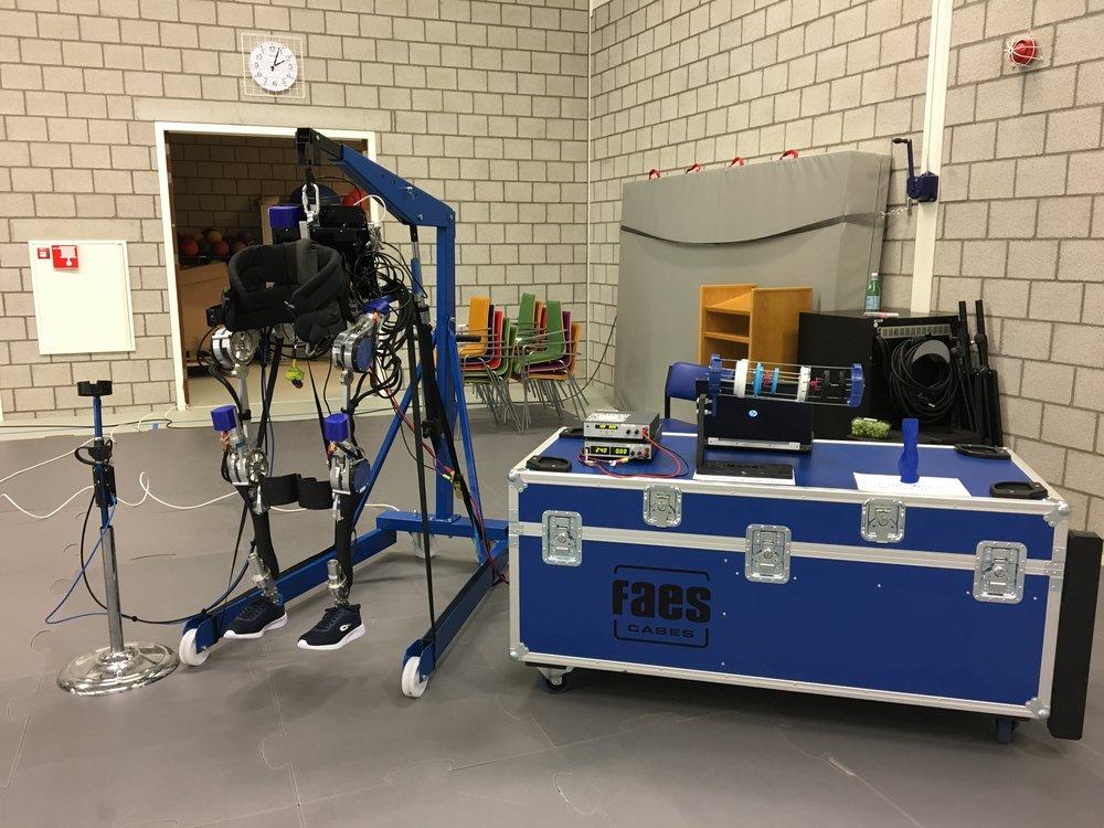 Evenementen - Gedurende het jaar gaan wij veel evenementen af om een groot publiek kennis te laten maken met Project MARCH en exoskeletten in het algemeen. Zo geven wij bijvoorbeeld presentaties of staan wij met ons exoskelet op een beurs.