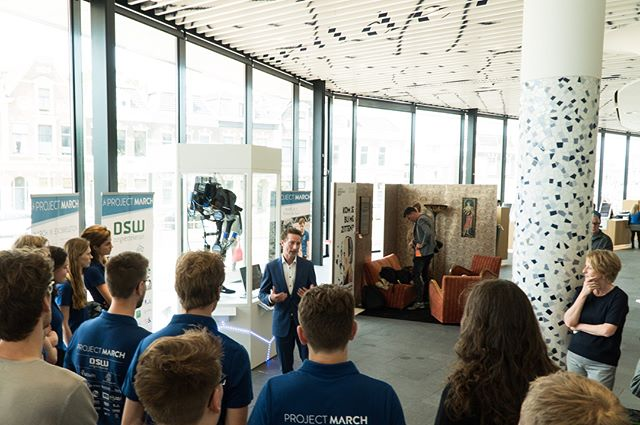Today at 13:00 was the official opening of the MARCH I at City Hall of @gemeente.delft 🏫together with the alderman of economics, culture and spacial planning, Ferry Förster, and the Delft city secretary, Hans Krul. Curious about the exoskeleton? 🤖 From now on the suit is for everyone to visit! Why don't you just drop by on the way to the station?🚂