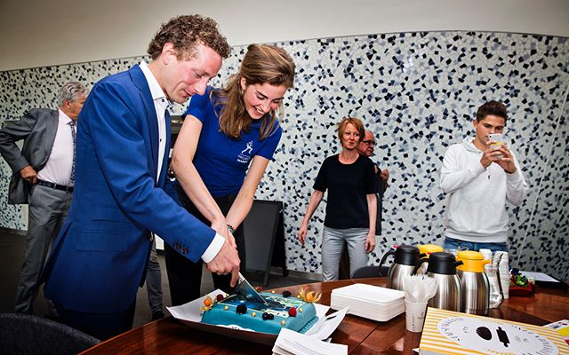 Special occasions need to be celebrated with cake!!! 🍰 The reveal of the new home of the MARCH I definitely is a milestone. Our team looks back on a great opening. ⭐️ The first visitors have already stepped by our exoskeleton! Make sure to go see it yourself at the townhall of Delft! 🕵🏼♀️🤖