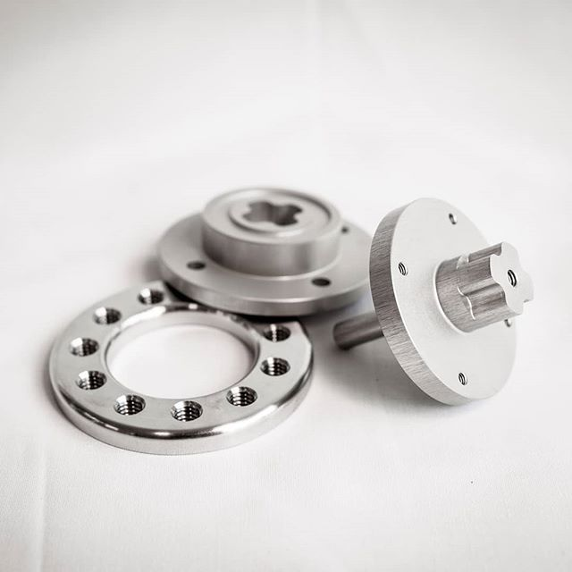 In this third week of the campaign #MakingOfMARCH we would like to further elaborate on the hip and knee joints of the MARCH III. 🤖 The aluminium parts in these joints are machined with a very high precision by various partners of Project MARCH. One of these partners is Normex BV. They have made sure that the Motorlock, Wave Generator Lock and Clamping Ring are machined and fit in the joints. These parts ensure that the motor is properly secured in the joint in such a way that it can properly do its job.⚙️🔩 On the pictures you can see which parts we are talking about and how beautiful they are!💛🌟