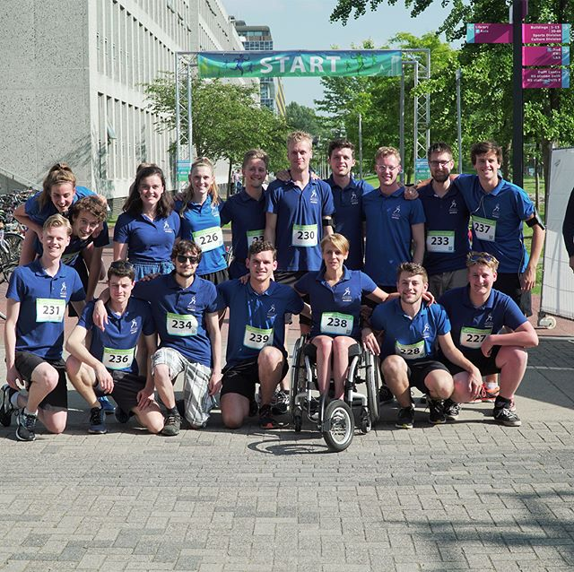 Yesterday our team opened the Campusrun 2018 🏃🏼‍♀️. After our pilot Sjaan announced the start of the race, our teammembers ran different distances (relay run 4x2,5km, 5km and 10km). Participating was extra fun for us since all the money raised with this run is donated to the Dutch Organisation for Spinal Cord Injuries. A total amount of €3834,-.💰 So both the race and the result were awesome. As you can see on the pictures, we have enjoyed ourselves.🤖💫 #MARCHon