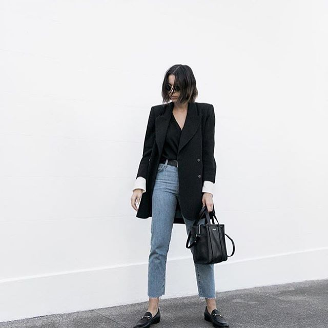 Since I rarely take selfies or photos of myself, I hope it's ok if I share the fashion inspiration I find from other beautiful and talented women. This is such a relaxed yet stylish weekend outfit.  Gorgeous! By @kaity_modern