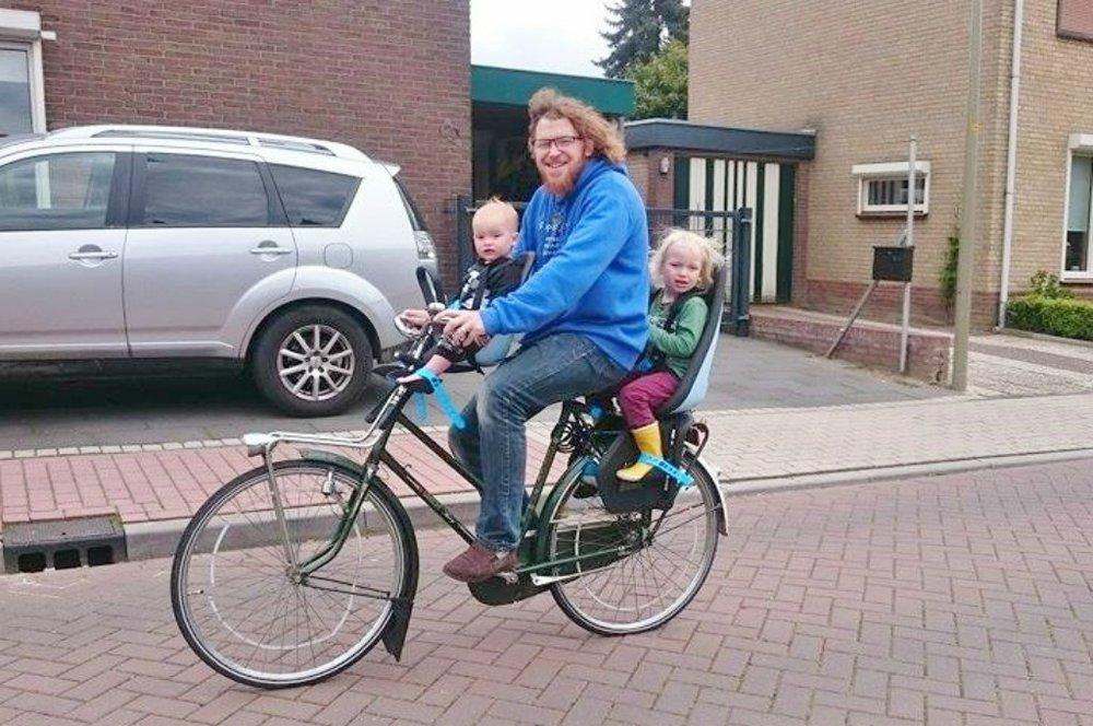 Regular Dutch dad using both the Yepp Nexxt Maxi and Yepp Nexxt Mini on the same bike!  https://www.mamaliefde.nl/blog/review-thule-yepp-nexxt-mini-maxi-ervaringen/