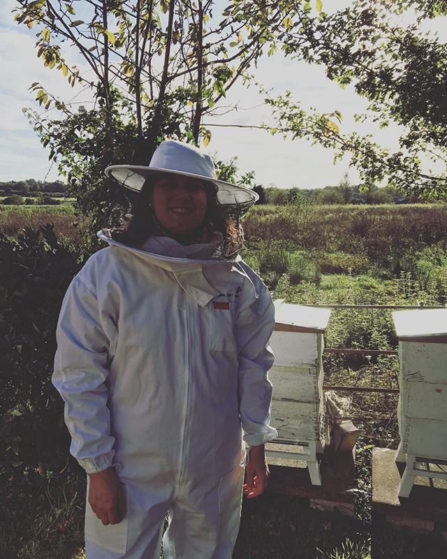 Charlotte having a go at some bee keeping!  We will be popping up at Feast on the Farm at Peterley Manor Farm in Oxfordshire next weekend. Please come and say hello!  #fieldandfork #fieldandforkschool #oxfordshire. #cookingschool #cook #food #farm #bees #honey