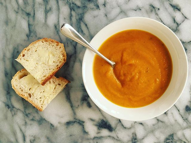 Fresh, frugal and delicious homemade carrot and coriander soup for lunch today with some sourdough on the side 🌿