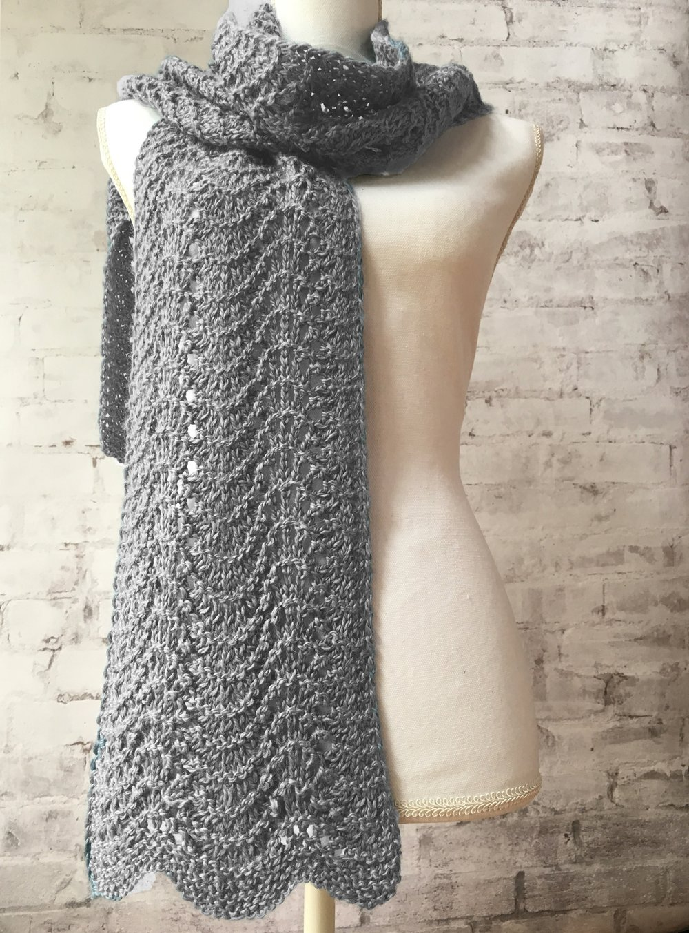 <strong>Old Shale Ripple Scarf Kit</strong><br>.<br>.