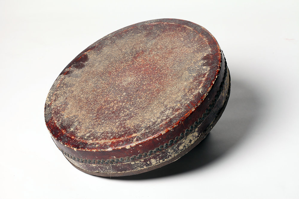 Danpi gu   (single-skinned drum) is a percussive instrument made of leather and got its name since only one side of the drum is stretched over by animal skin. It is usually used in plays dominated by roles of  jing  and  mo . It serves as both a conductor and an accompanying instrument in the ensemble.