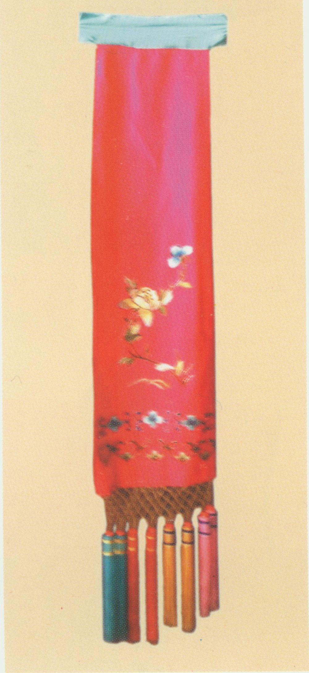 "Long Handkerchief      Also known as ""Long Coloured Waist Sash"" ( Hua Yao jin ). This sash is over ten feet long and about one foot wide, embroidered with patterns of flowers, plants, Chinese frets and  ruyi -heads. It is mainly made of light-coloured crepe satin or silk. Characters such as the maid often ties this long handkerchief around her waist."