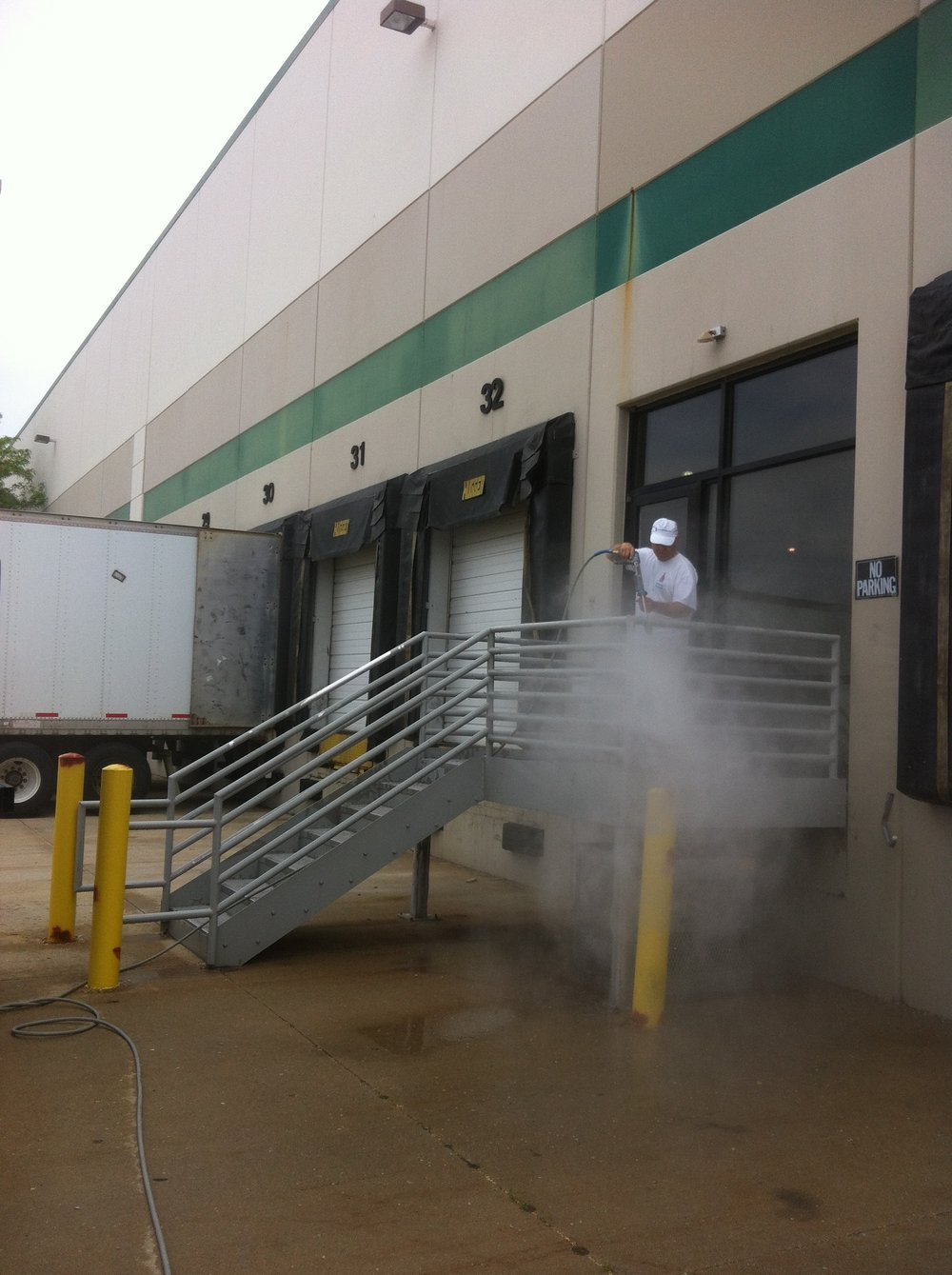 Painters Inc. Chicagoland industrial facility power washing