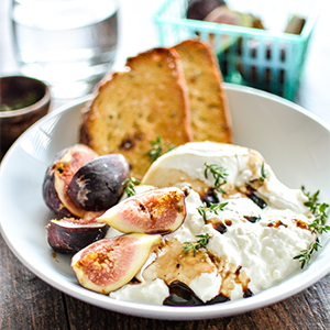 Burrata with Fresh Figs and Crispy Breadby Cooking & Beer
